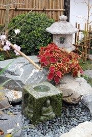 Japanese Stone Lanterns , Photos of Stone Lanterns in